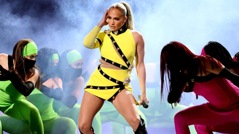 Jennifer Lopez teilte ein Drei-Generationen-Foto, was den Fans gefällt.