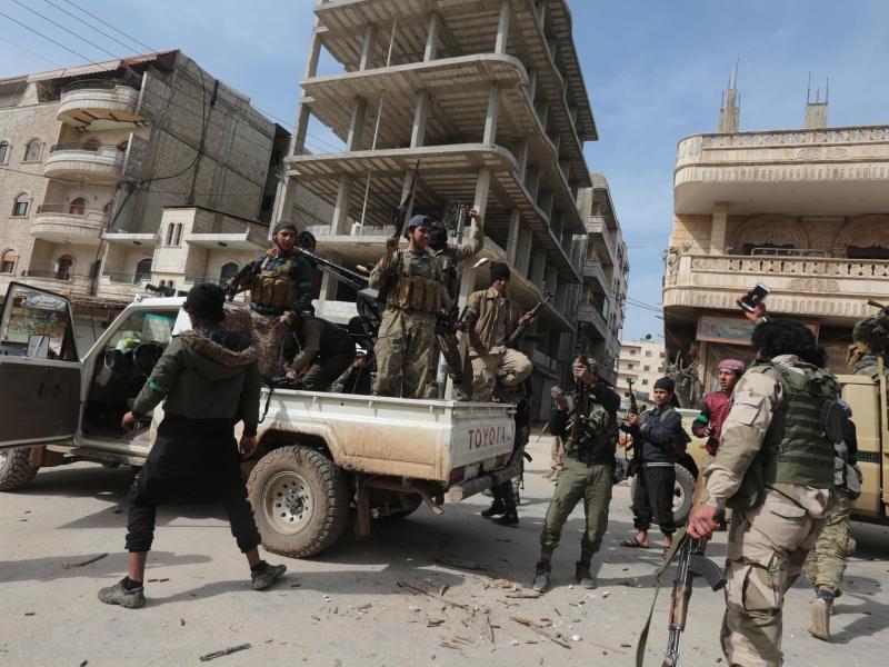 Bild zu FSA-Kämpfer in Afrin