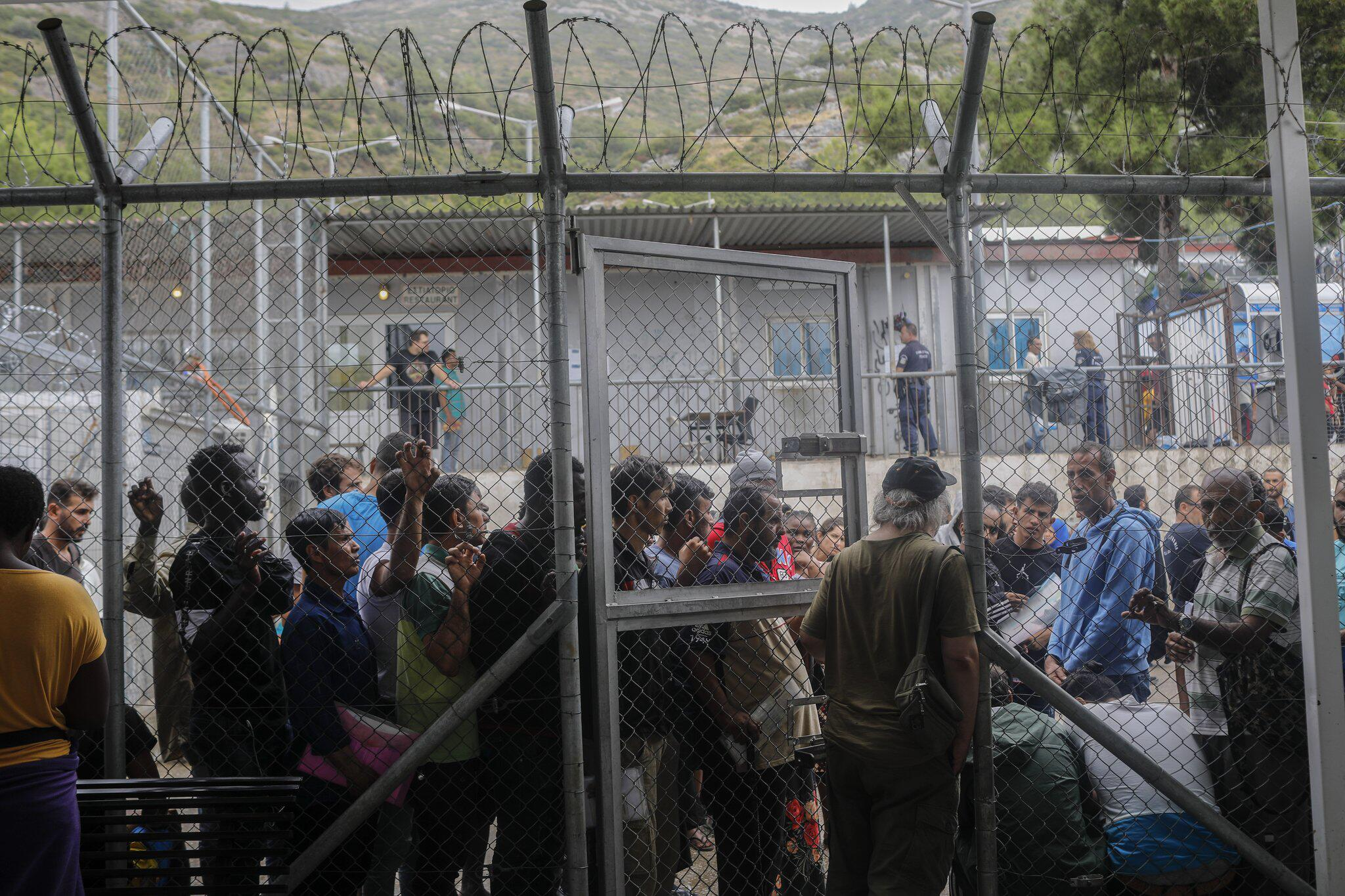 Bild zu Griechische Regierung will drei Flüchtlingslager schließen