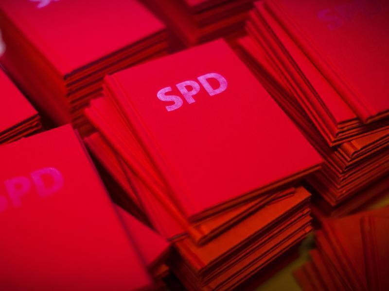 Bild zu SPD-Parteibücher