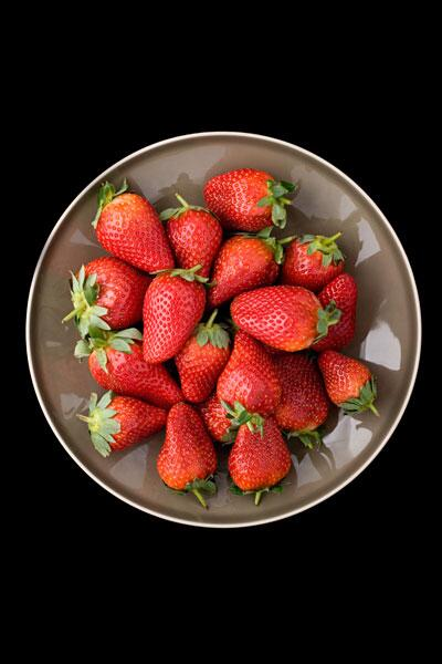 Bild zu Erdbeeren auf einem Teller