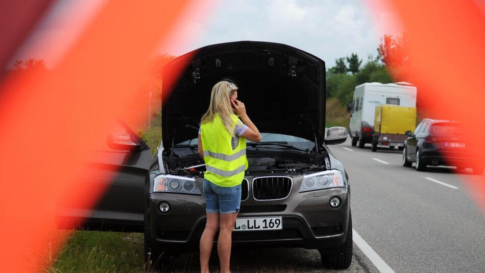 Defekte Autoelektronik: Beim Hersteller wird zumeist das Bauteil getauscht