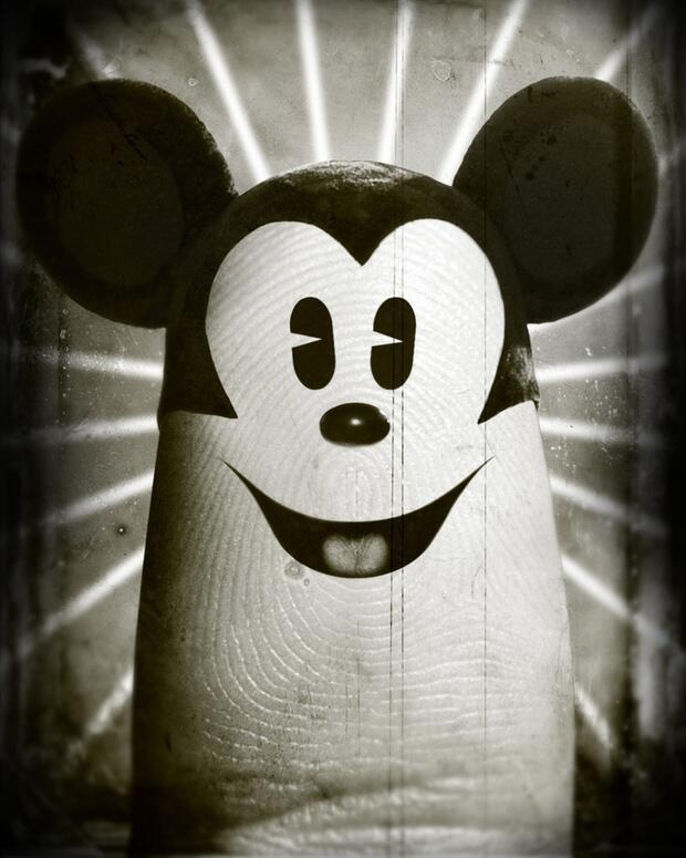 Bild zu Micky Maus als Daumen