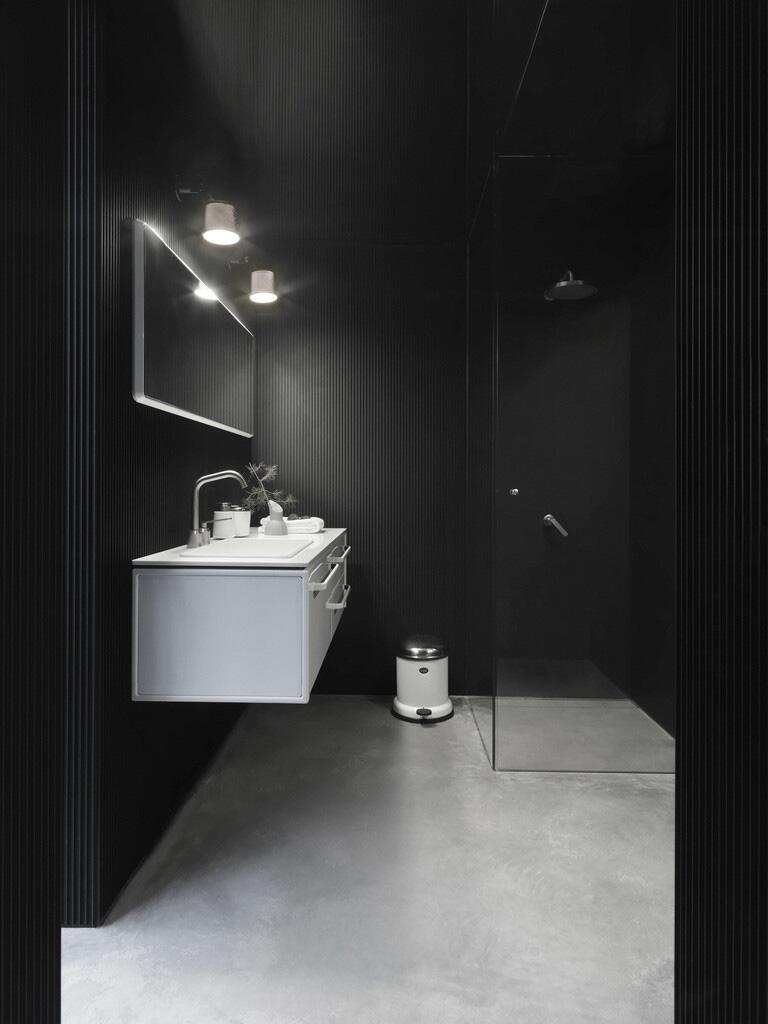 Bild zu Design-Haus in der Natur Dänemarks. Badezimmer.