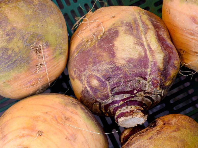 Bild zu Steckrüben auf Wochenmarkt