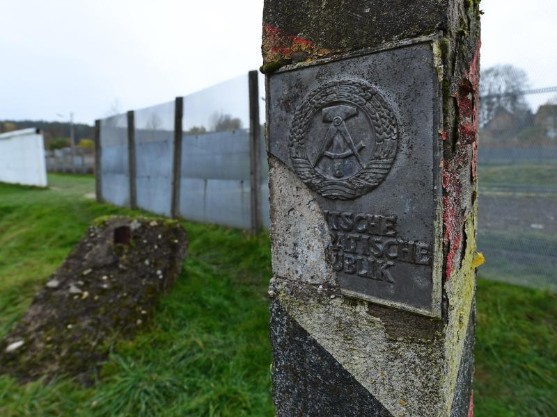 Bild zu Historischer Grenzpfosten in Mödlareuth