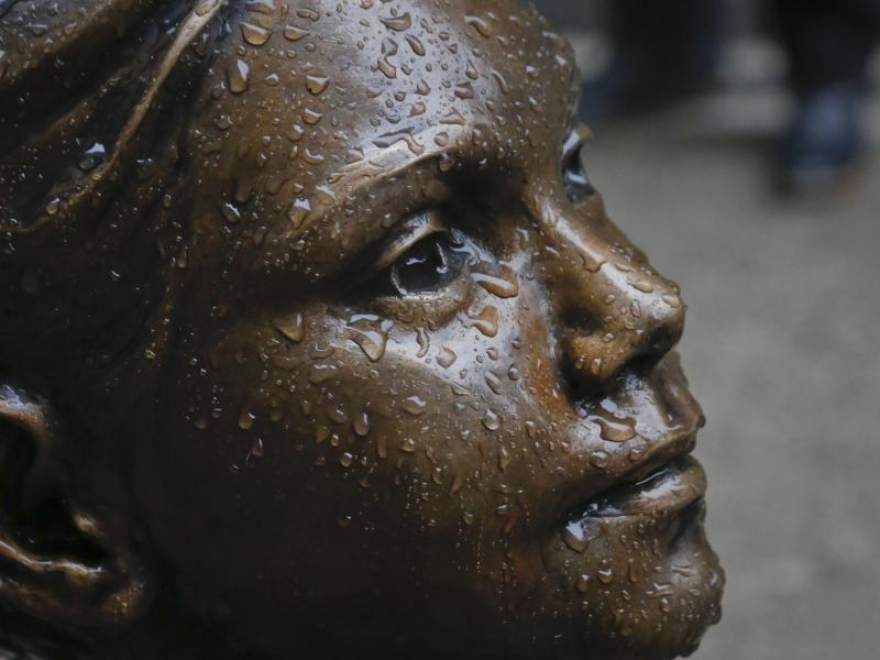 Bild zu Statue «Furchtloses Mädchen»