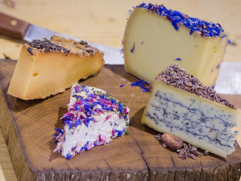 Bild zu Käsesorten auf einem Brett