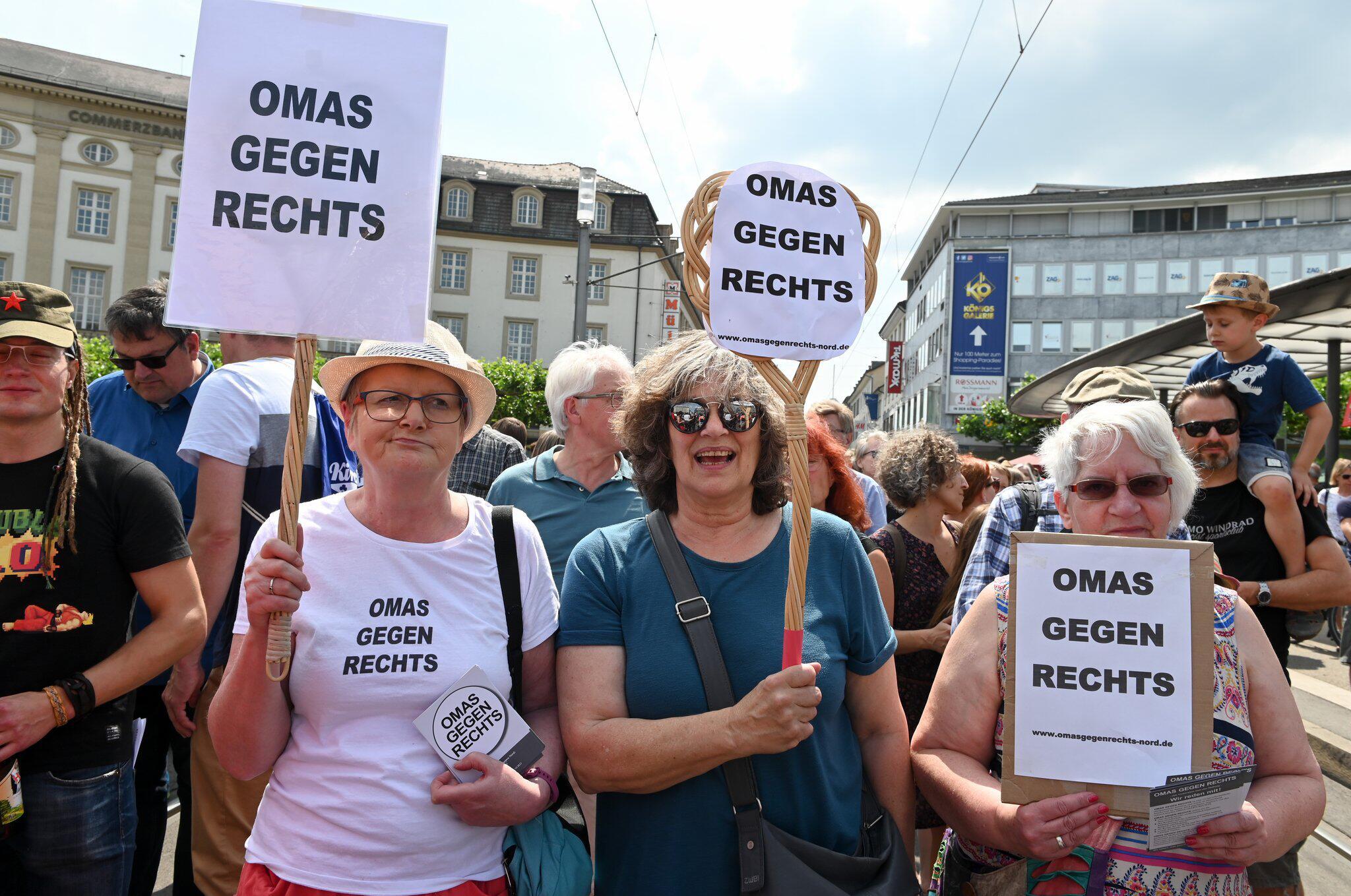 Bild zu Demonstration gegen rechte Gewalt
