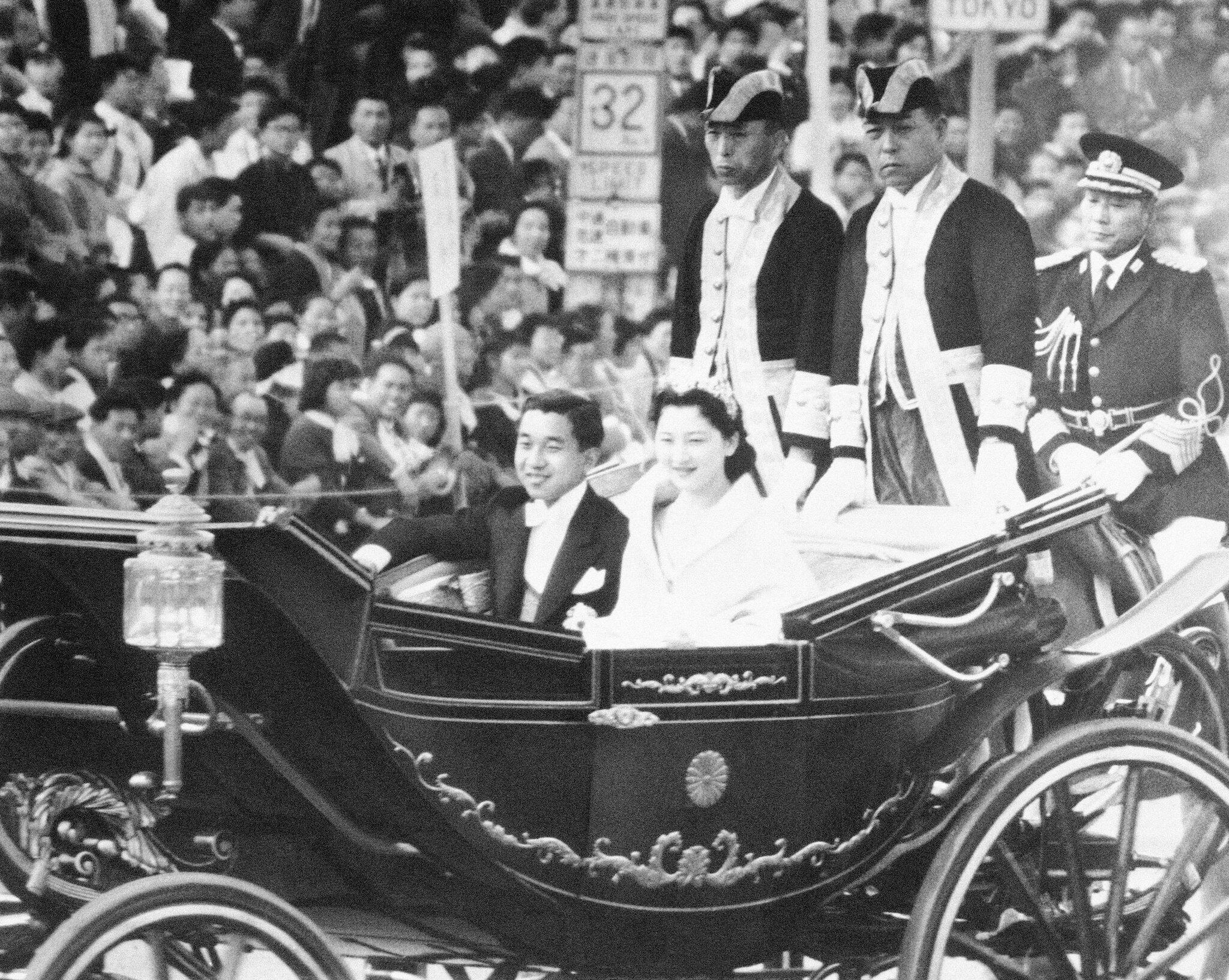Bild zu Japans Kaiser Akihito dankt ab