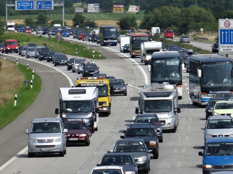 Bild zu Staus auf den Autobahnen im Norden
