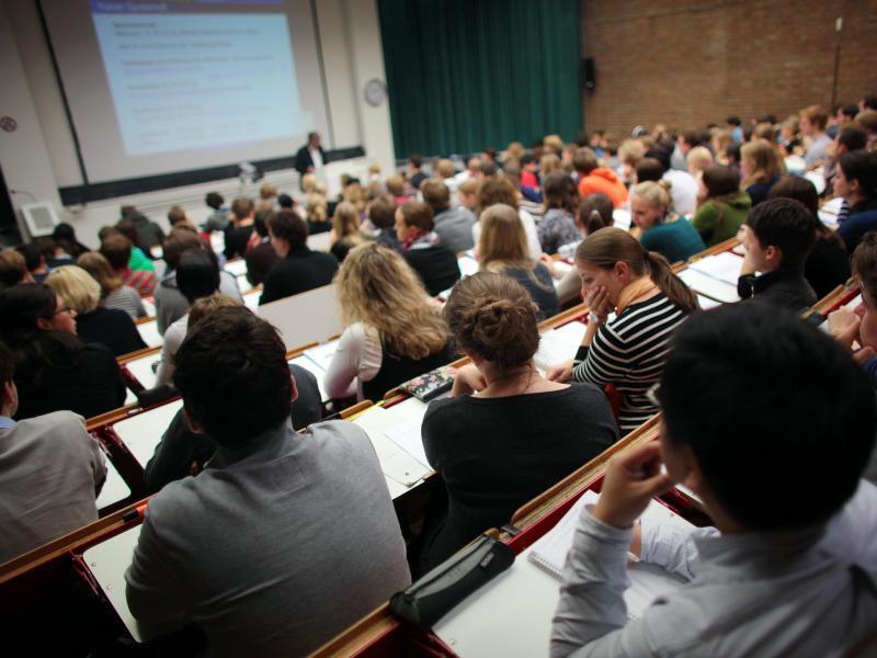 Bild zu Studenten an der Universität Köln