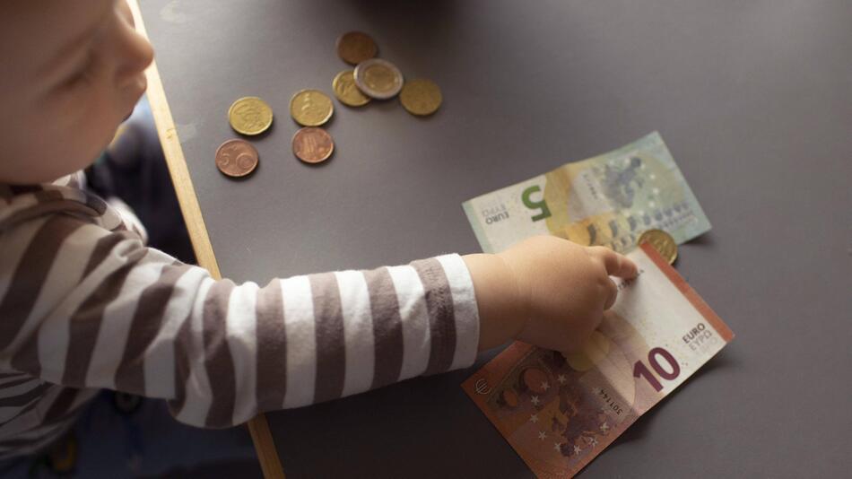 Kinder, Geld