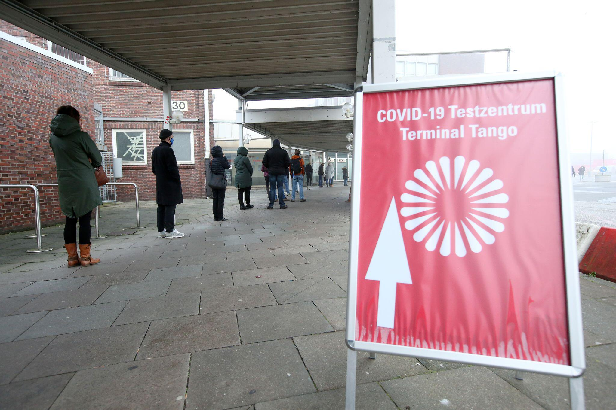 Bild zu Coronavirus - Testzentrum Flughafen Hamburg