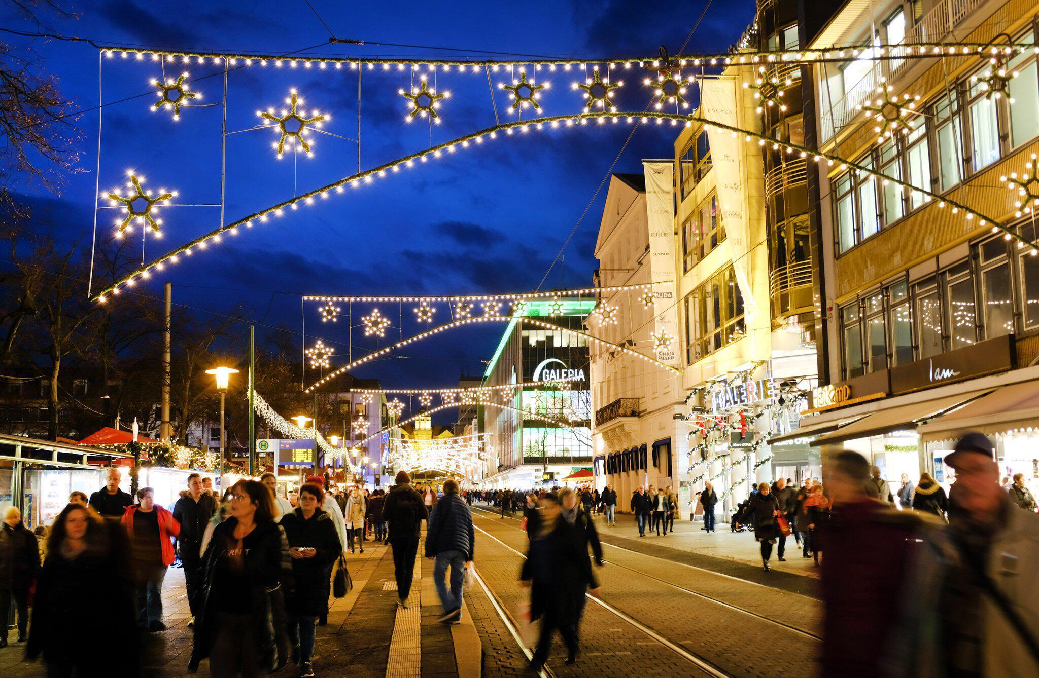 Bild zu Weihnachtsbeleuchtung in Kassel