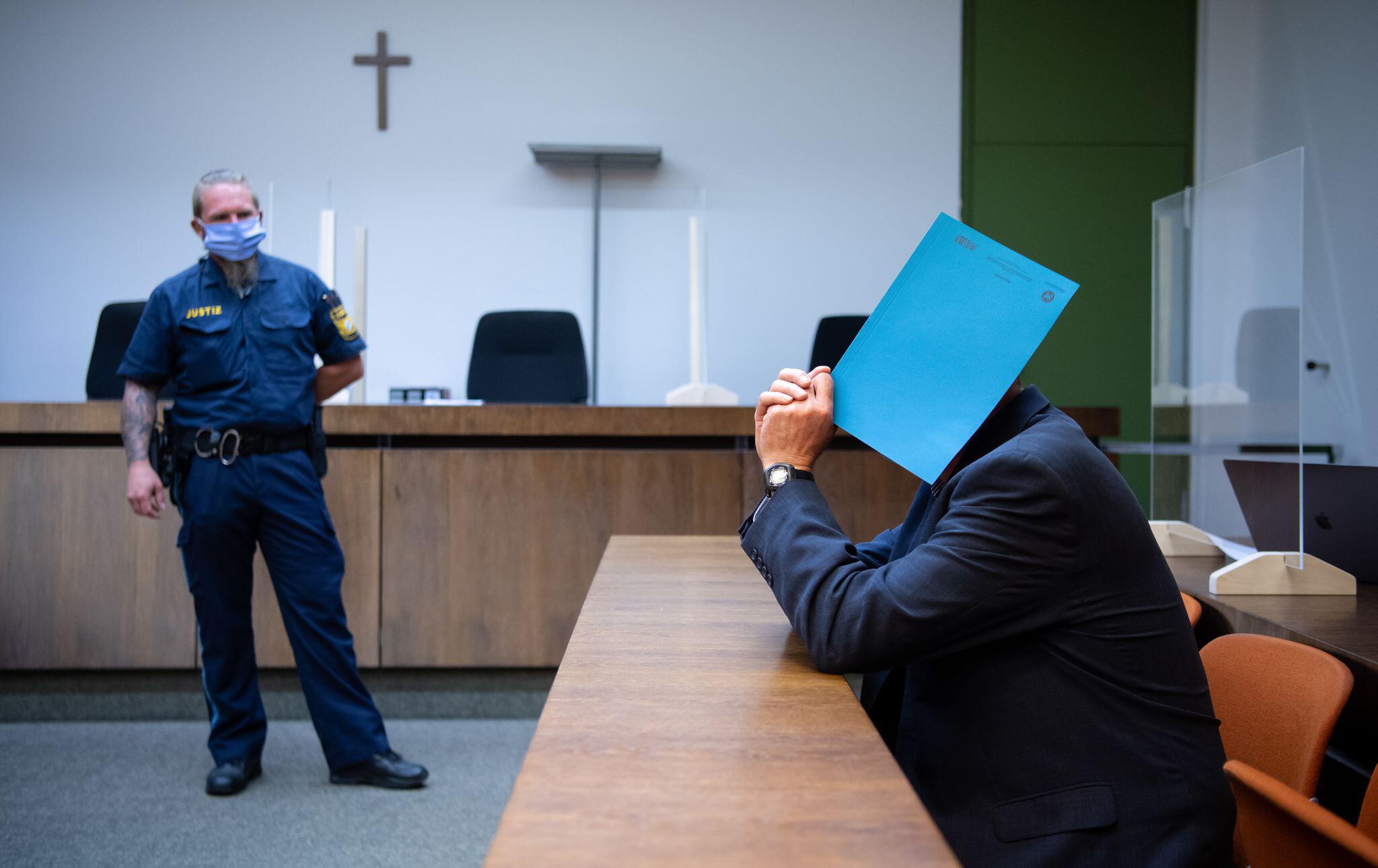 Bild zu Polizist wegen Kindesmissbrauchs vor Gericht