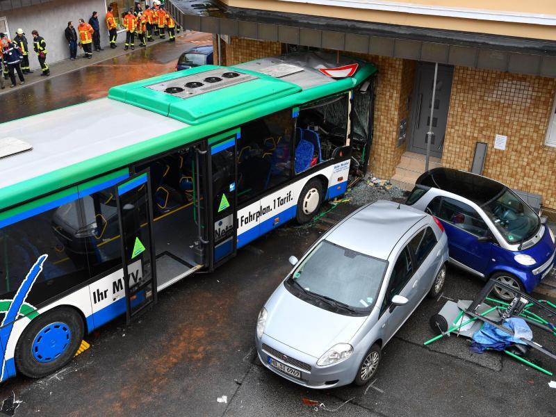 Bild zu Schulbus-Unfall
