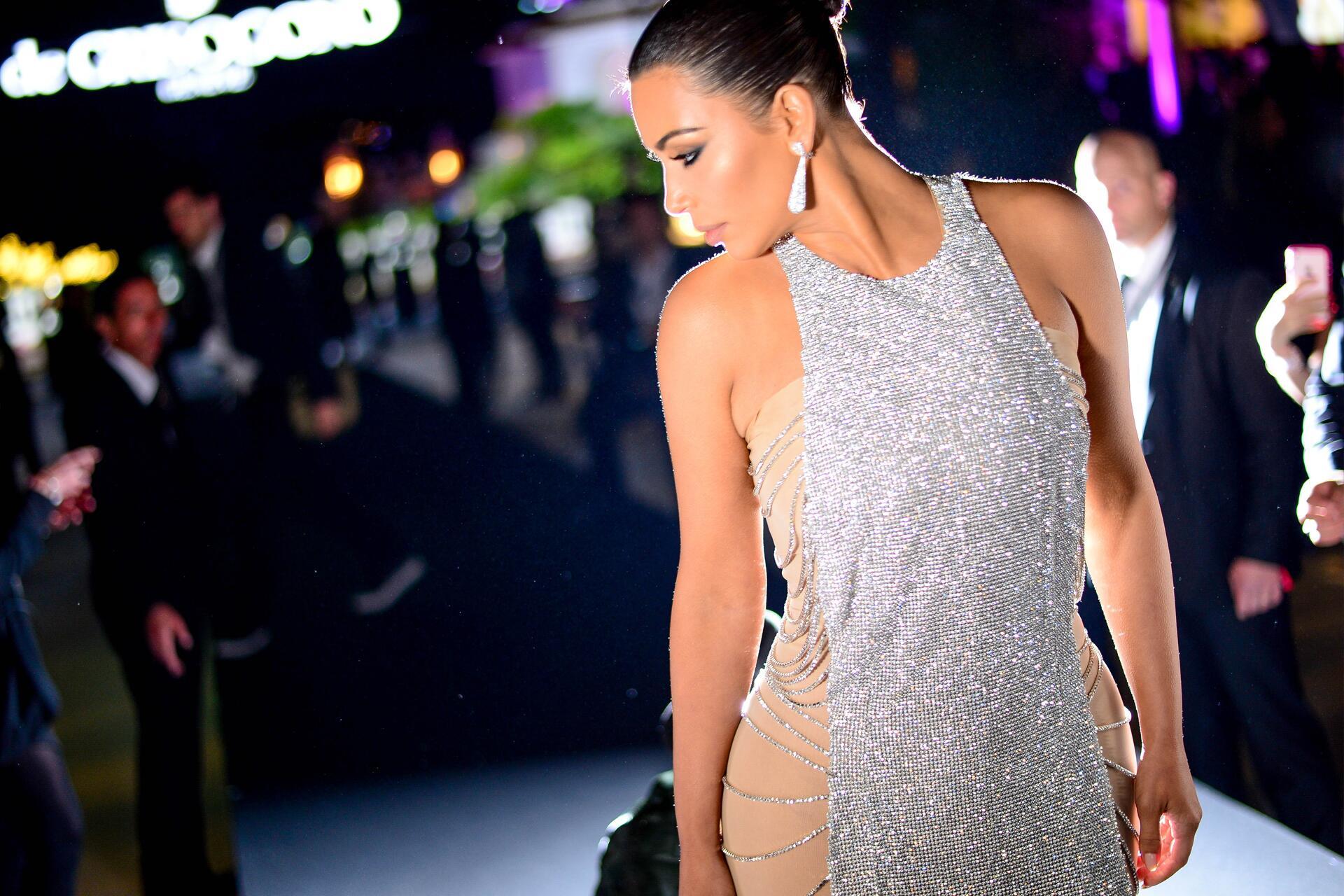 Bild zu Kim Kardashian, Po, Injektionen, Cannes