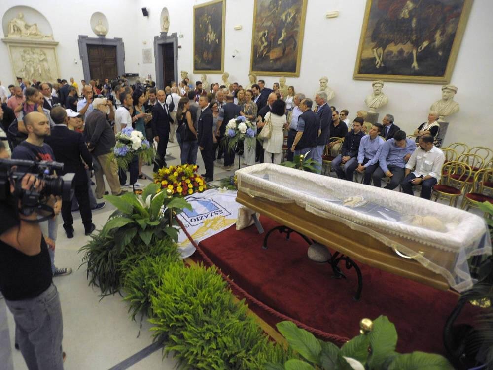 Bild zu Bud Spencer öffentlich im Kapitol in Rom aufgebahrt