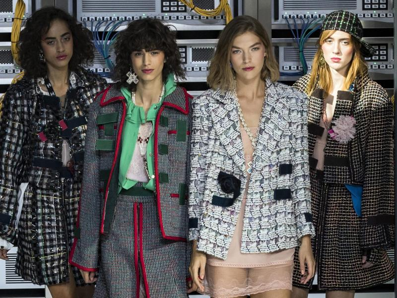 Bild zu Chanel - Paris Fashion Week