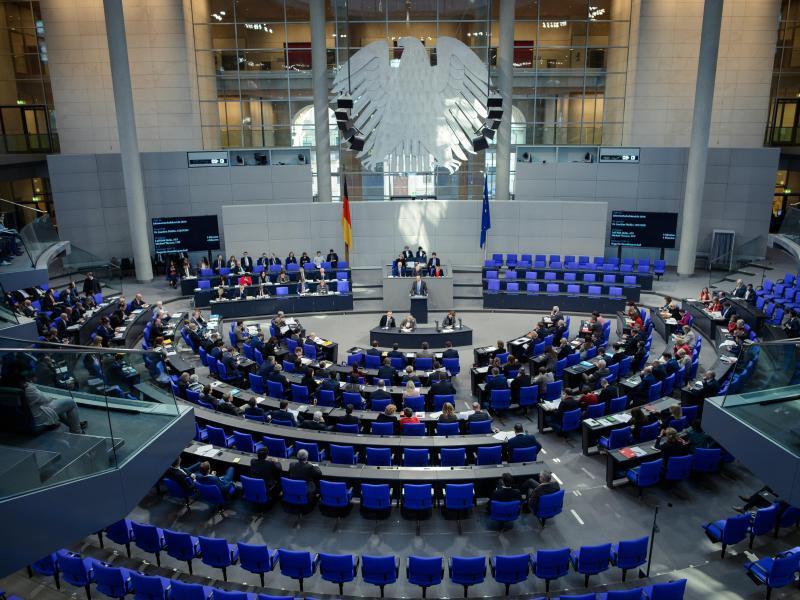 Bild zu Debatte im Bundestag