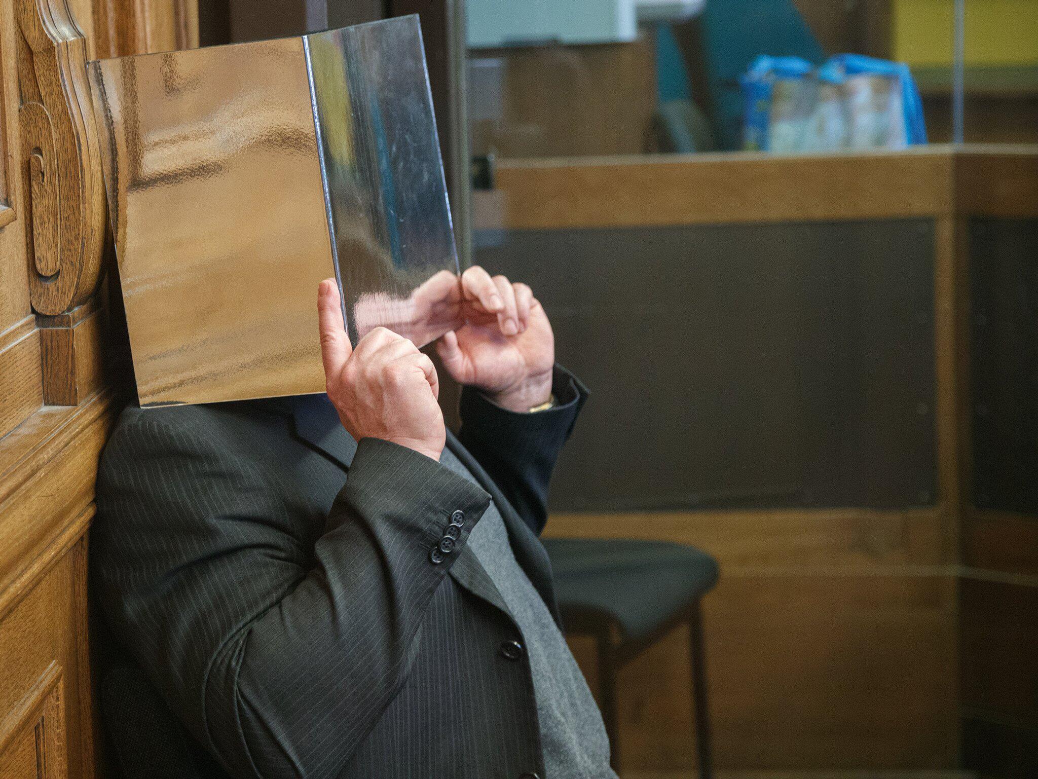 Bild zu Prozess um zerteilten Rentner in Tiefkühltruhe