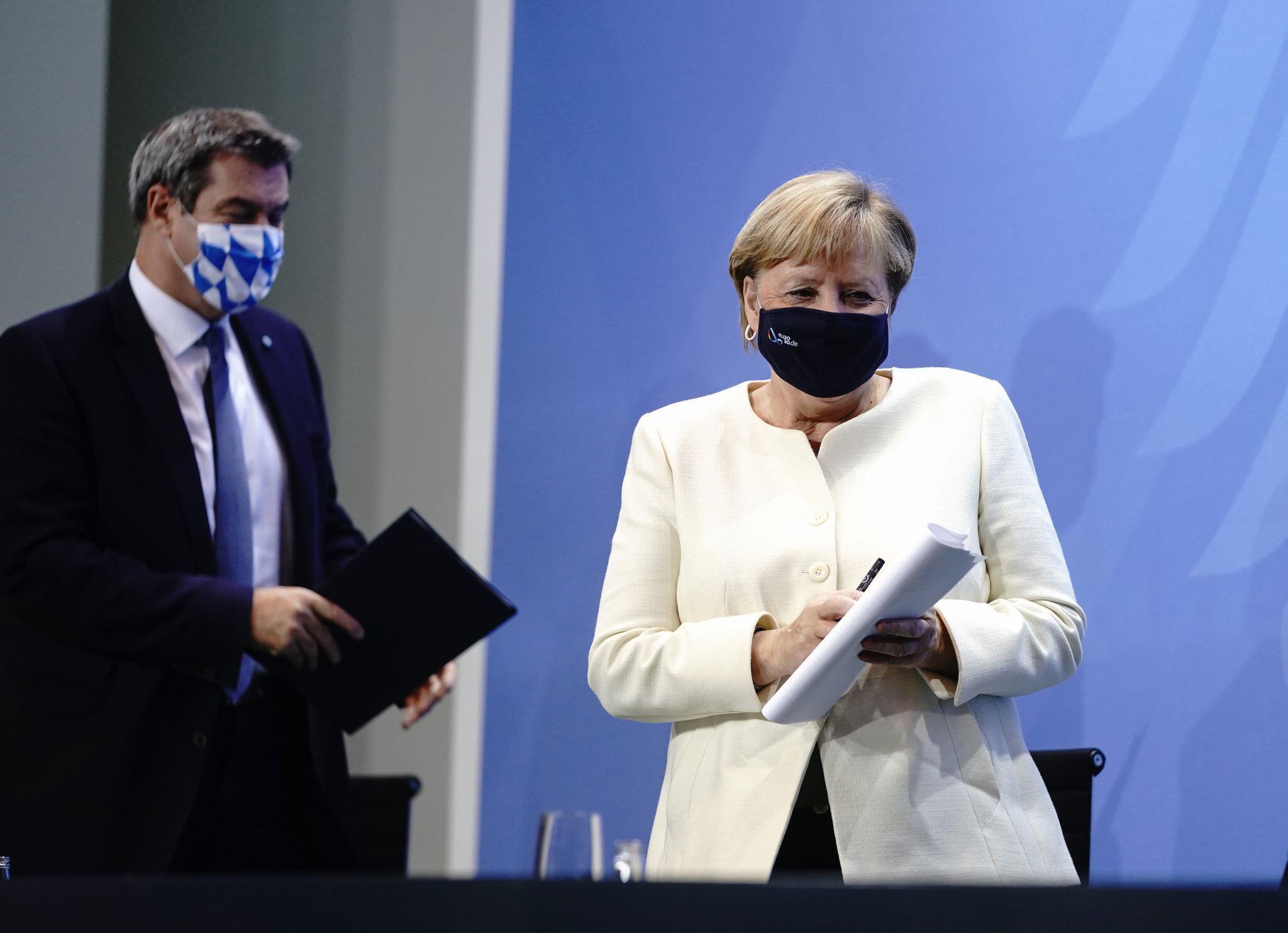 Bild zu Beratungen der Ministerpräsidenten mit der Kanzlerin