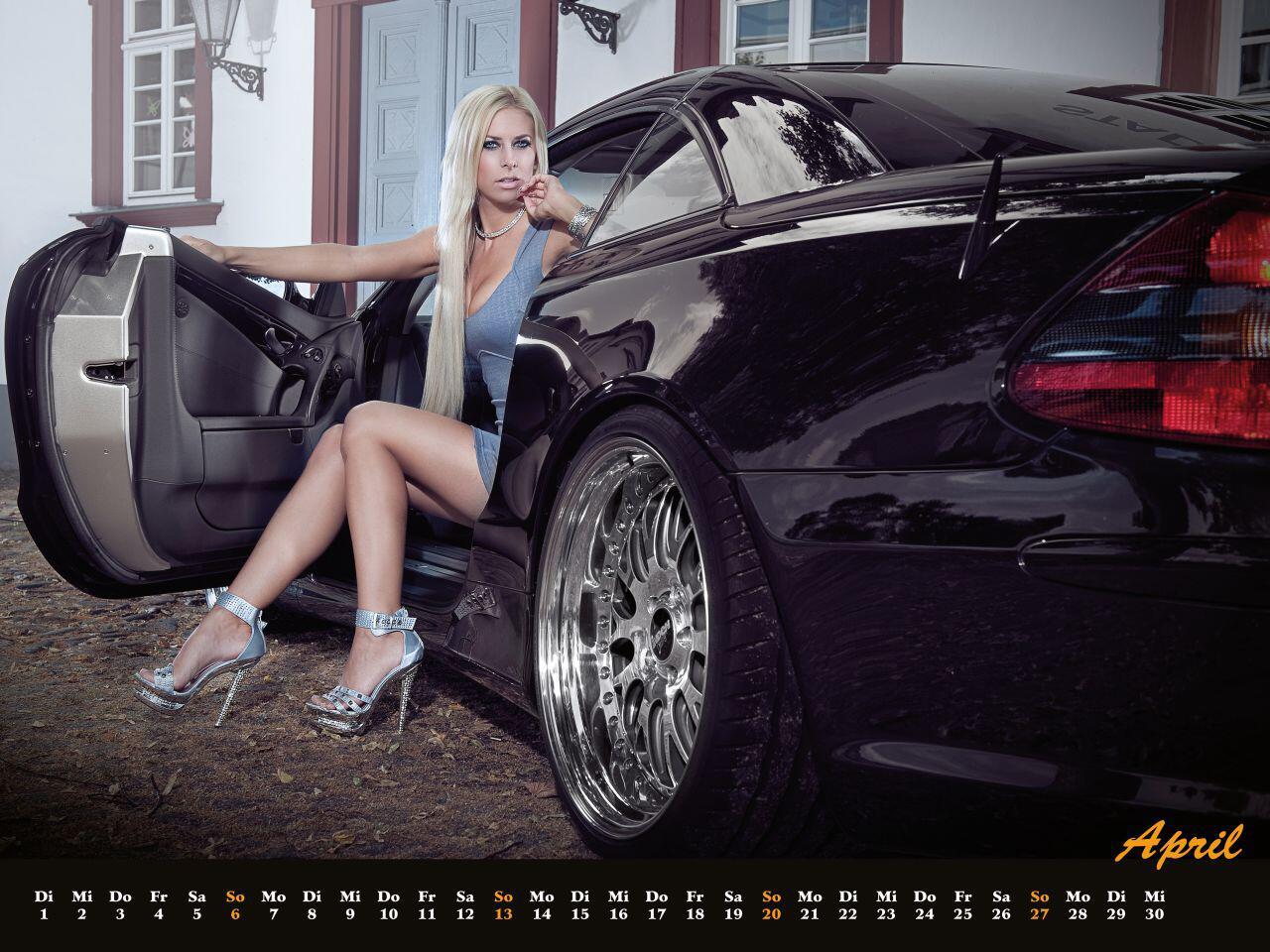 Bild zu Inden Design-Kalender 2014: Hinreißende Mädels und scharfe Mercedes-Karren