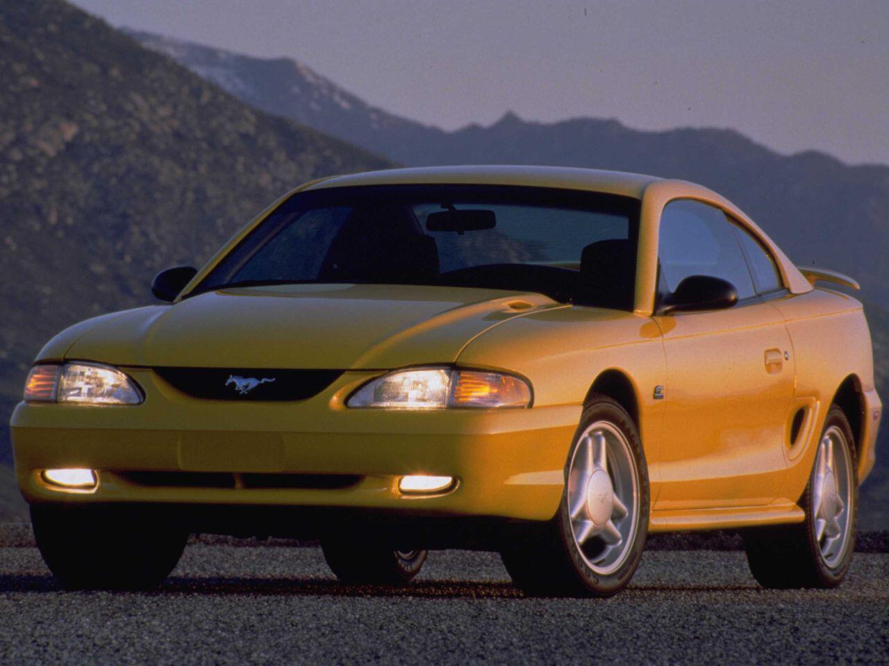 Bild zu Neue Form, altes Glück: In den Neunzigern gab Ford dem Mustang mehr Stil