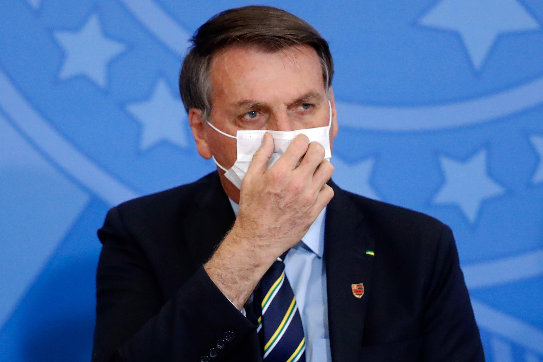 Bild zu Brasiliens Präsident Bolsonaro unterzieht sich Corona-Test