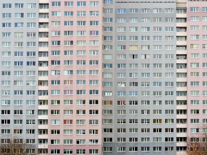 Bild zu Fassade eines Wohnblocks