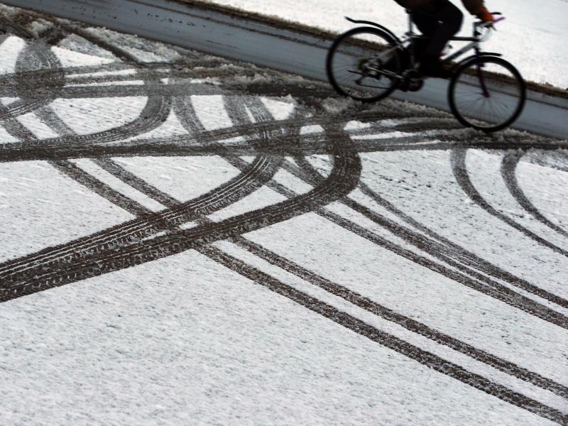 Bild zu Fahrradfahrer im Winter