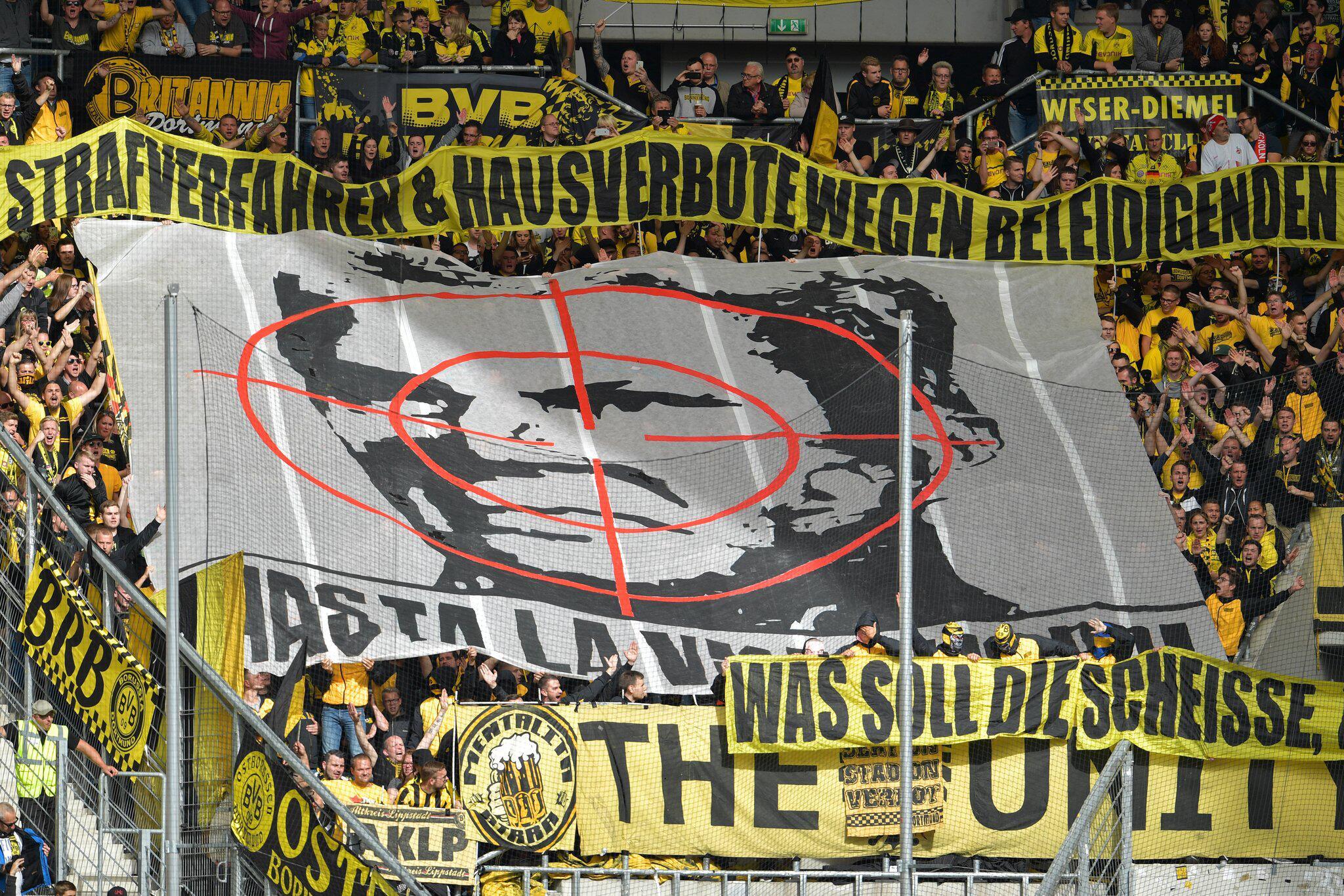 Bild zu Fadenkreuz-Plakat - DFB-Gericht verhandelt