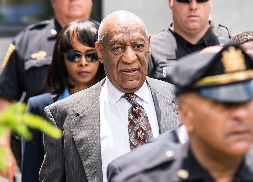 Bild zu Bill Cosby bei einer Anhörung im Mai