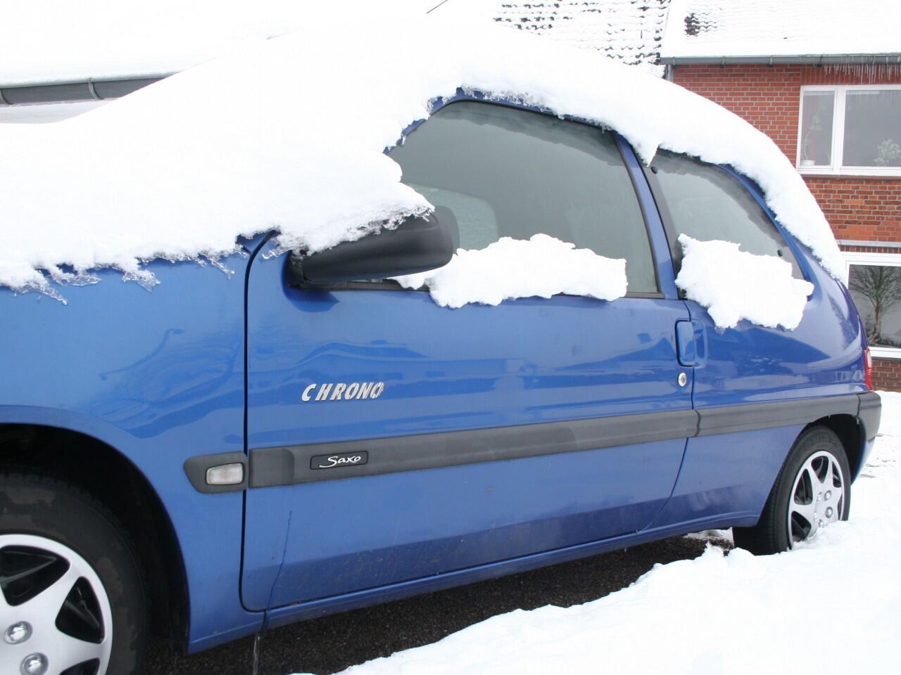 Bild zu Schnee auf dem Auto: Vor dem Losfahren unbedingt entfernen