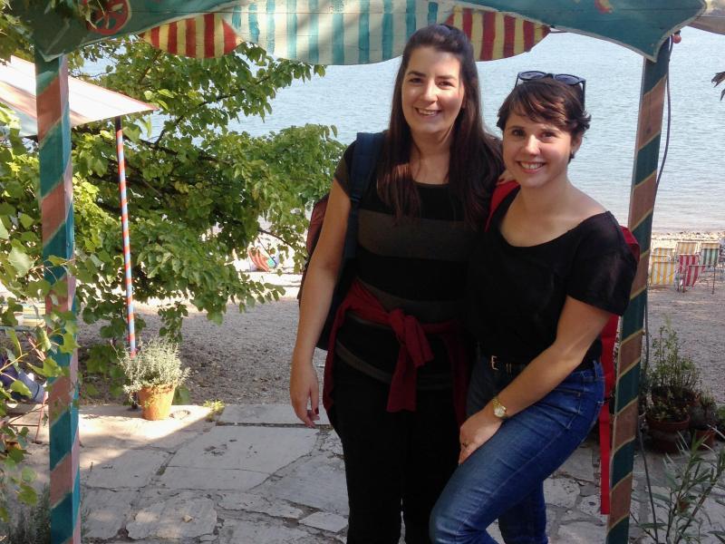 Bild zu Lisa McMinn mit einer Freundin