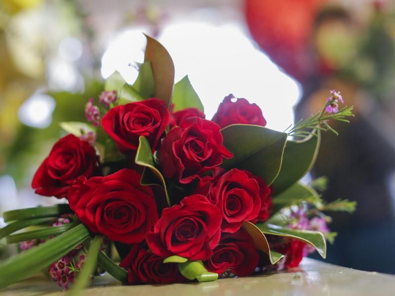 Bild zu Ein Strauß Rosen
