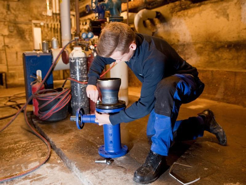 Bild zu Arbeit an Rohranlagen