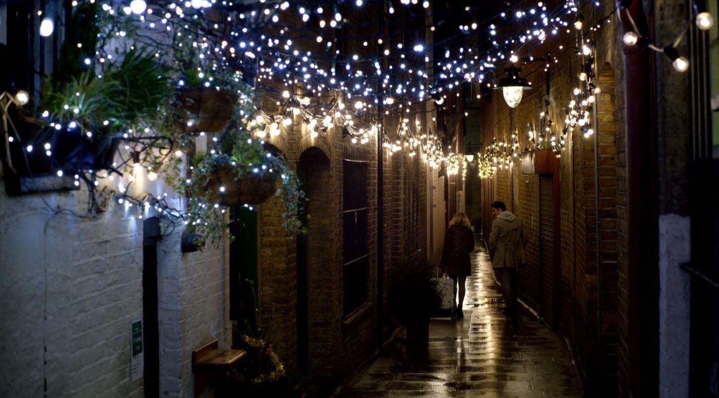 Bild zu Last Christmas, Henry Golding, Emilia Clarke