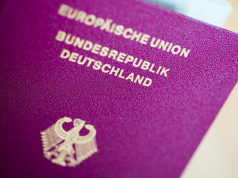 Bild zu Bundesadler auf einem Reisepass