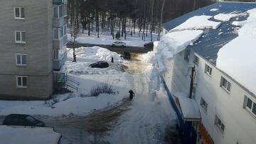 Bild zu Dachlawine, Schneebrett, Schnee, Lawine, Russland, Sawolschsk