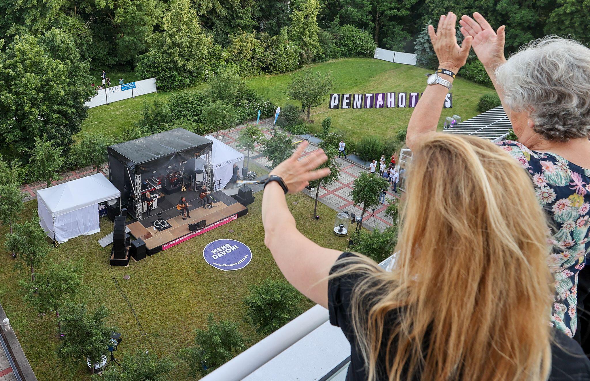 Bild zu Karat gibt Hotelzimmer-Rockkonzert