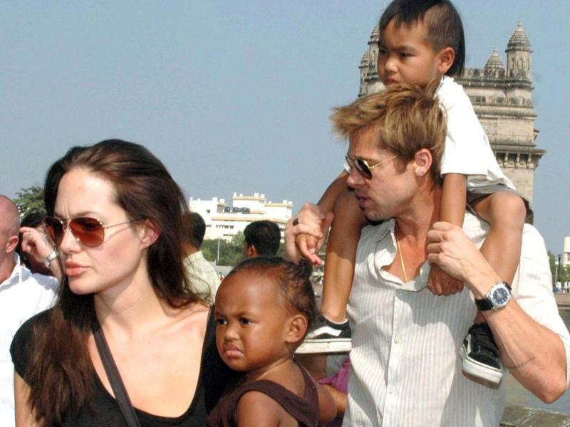 Bild zu Angelina Jolie und Brad Pitt