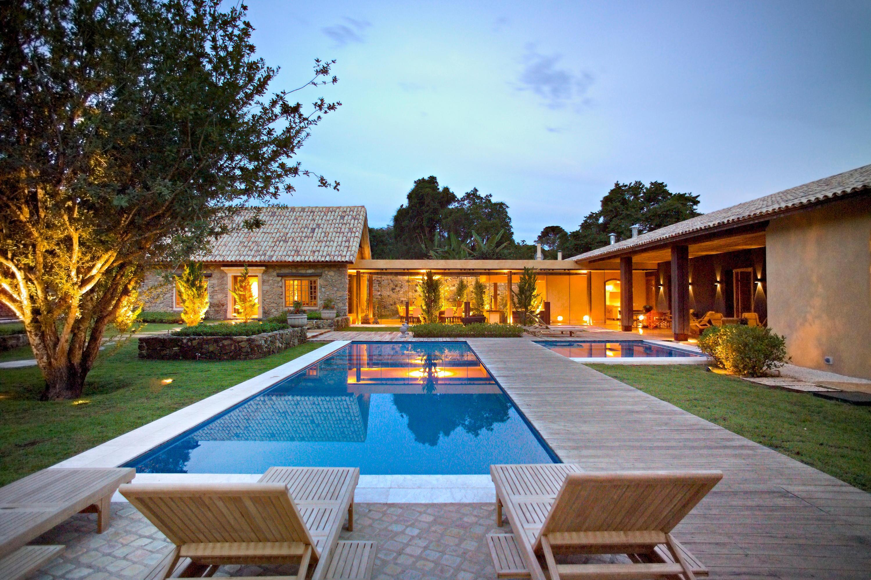 Traumhaus modern mit pool  Perfektes Traumhaus mit erstklassigem Badezimmer