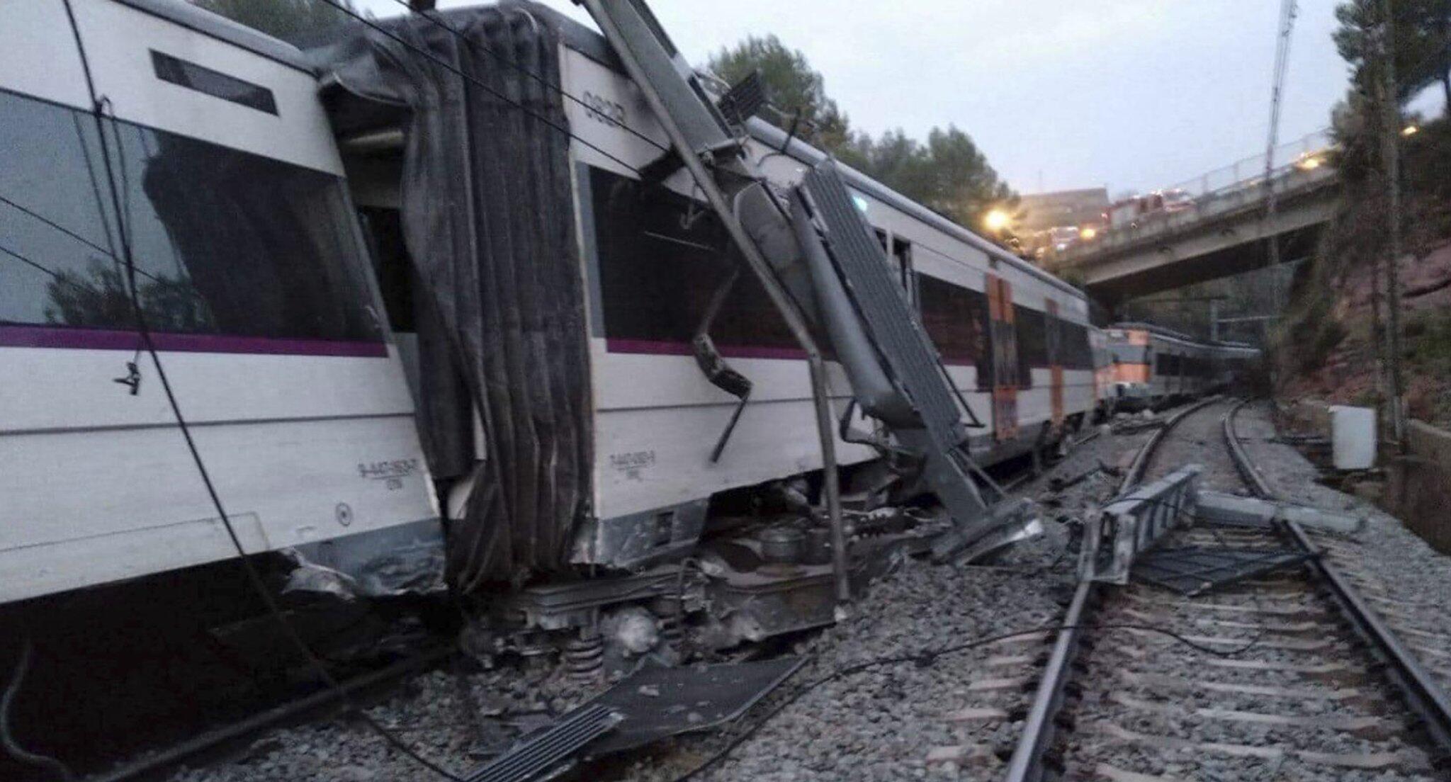 Spanien: Zug bei Barcelona entgleist - ein Toter