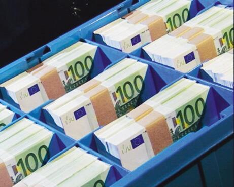 Bild zu Banknotenbündel