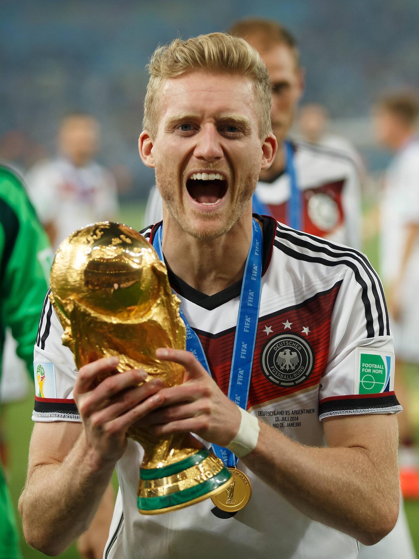 Bild zu André Schürrle, WM Finale, Weltmeister, Pokal