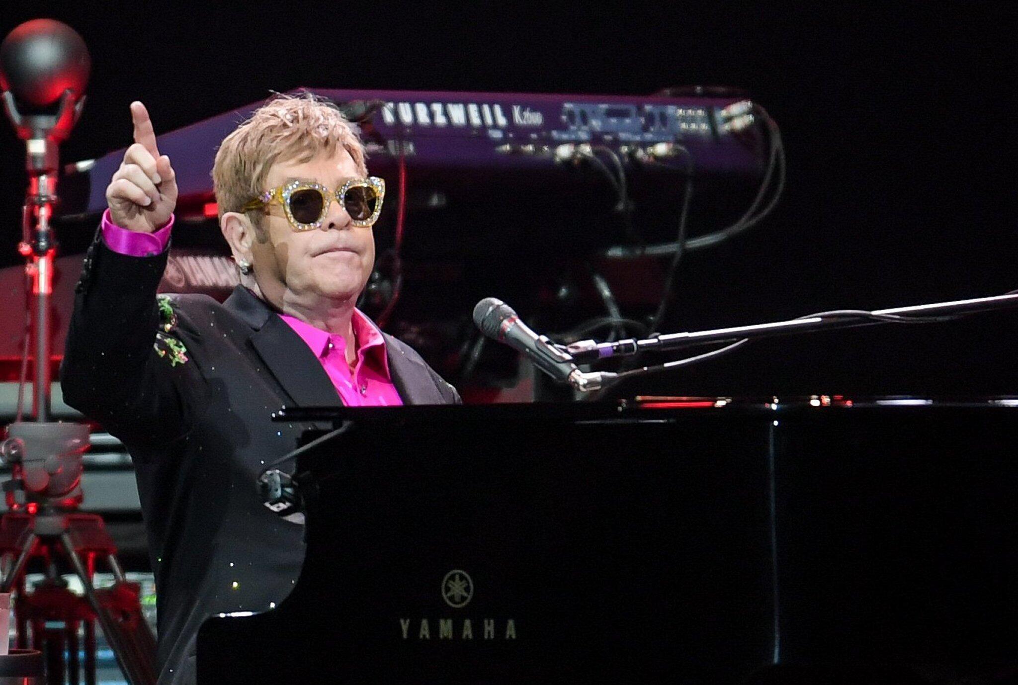 Bild zu Elton John