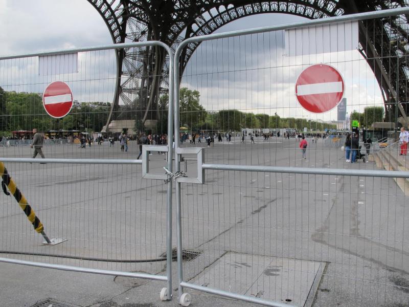 Bild zu Glasmauer für den Eiffelturm