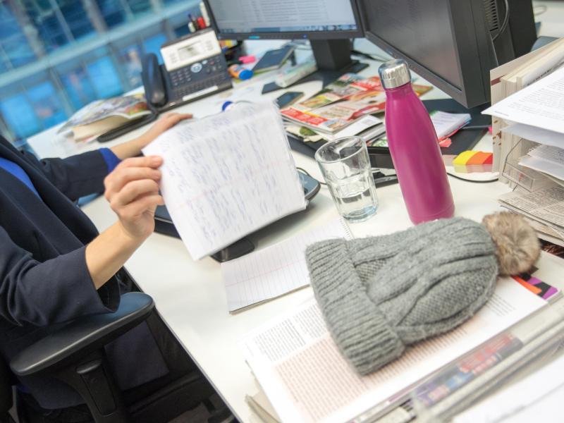 Bild zu Chaos auf dem Schreibtisch